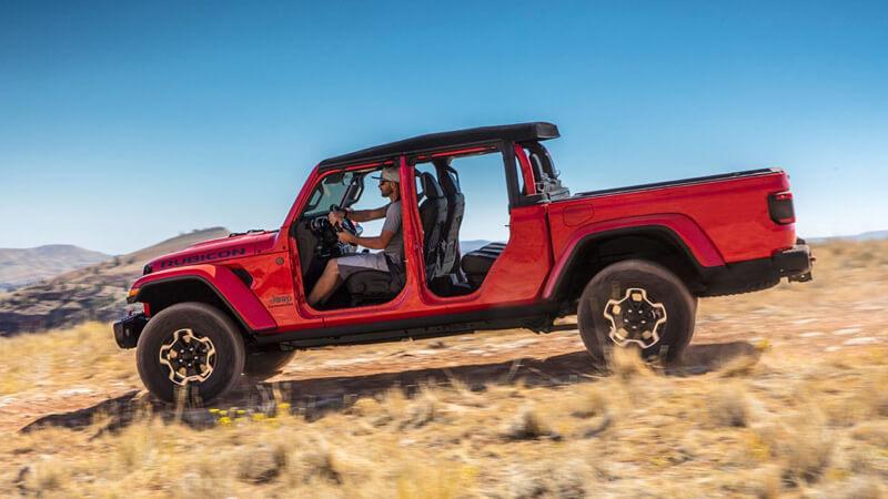 2020 jeep gladiator will make you rethink midsize trucks