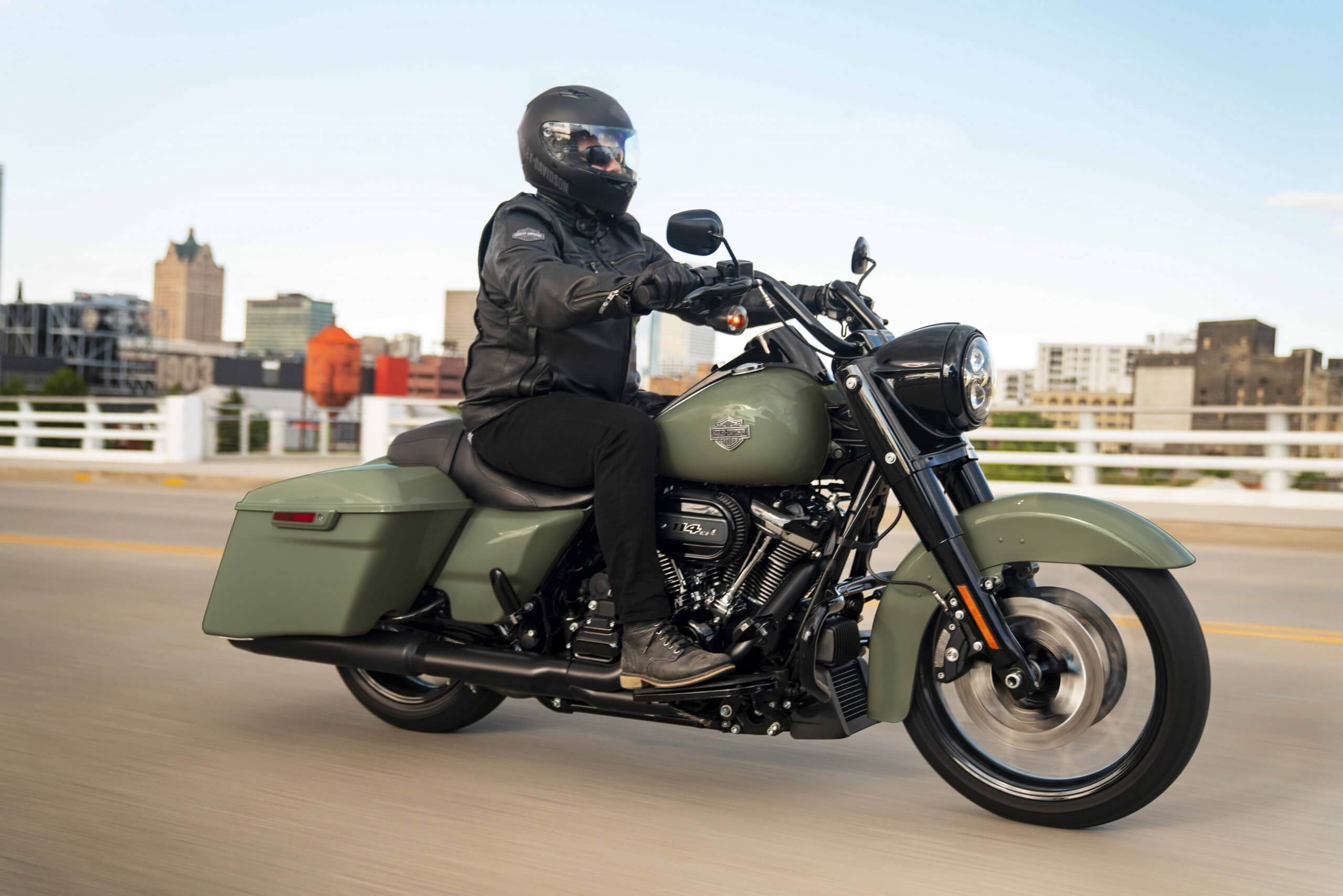 Milwaukee-Eight® 114 V-Twin engine and Prodigy™ wheels
