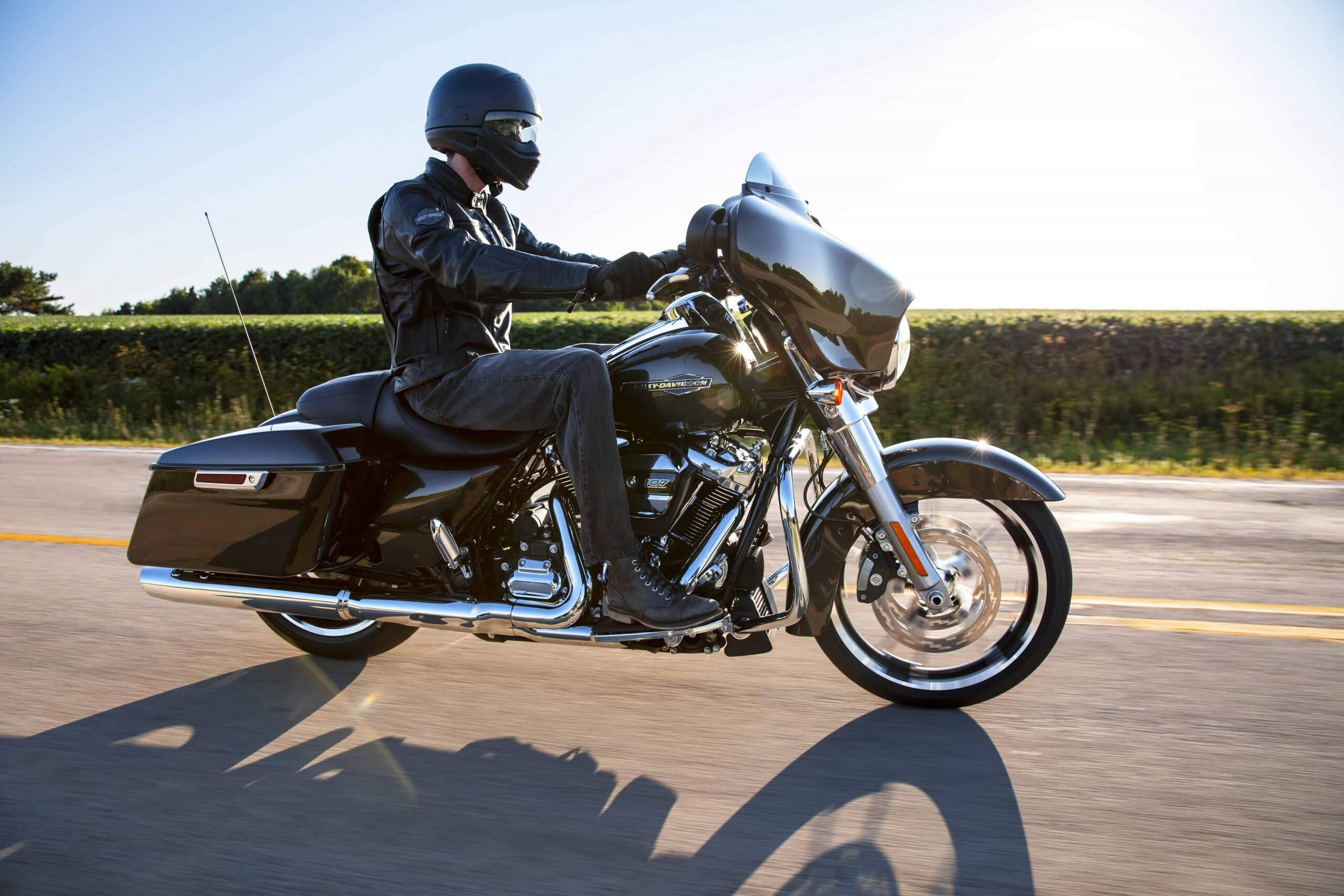 Milwaukee-Eight® 117 V-Twin engine and Fugitive™ wheels