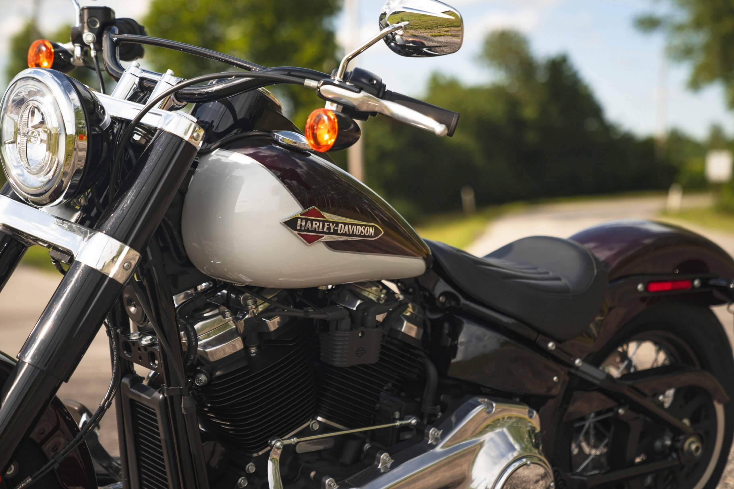 Milwaukee-Eight® 107 V-Twin engine and Hollywood bars.