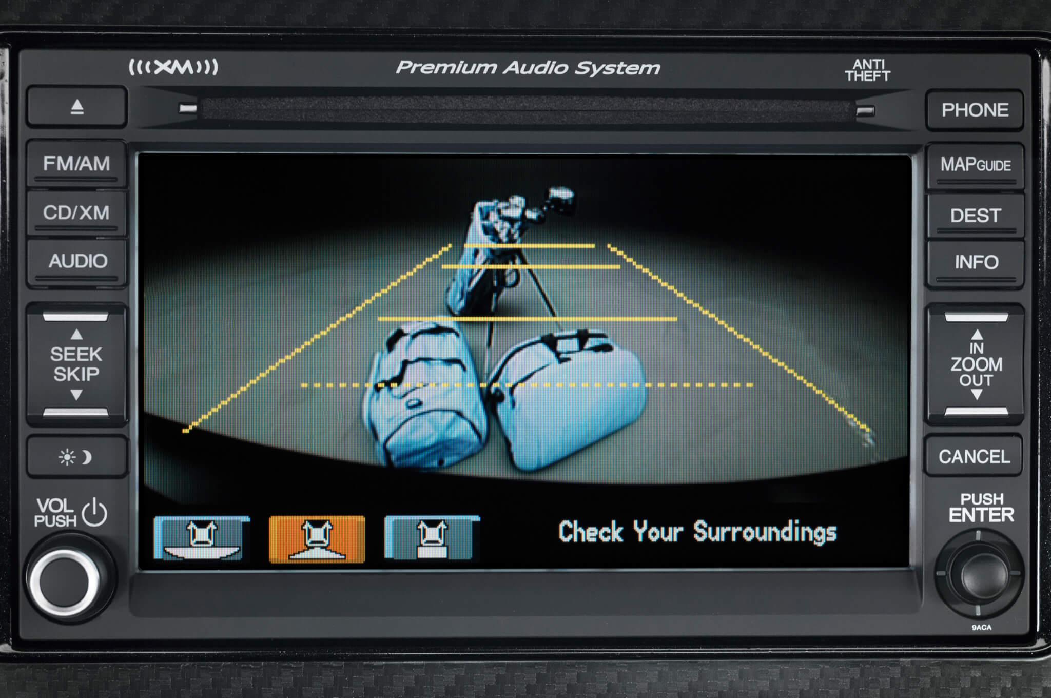 2013-Honda-Civic-Si-Coupe-backup-camera-screen-1