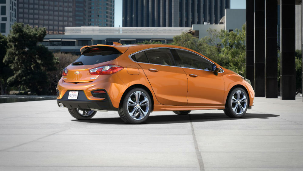 2017 Chevy Cruze Hatch side view