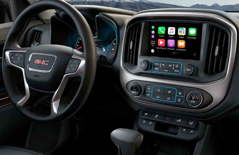 2018 GMC Canyon steering wheel and touchscreen