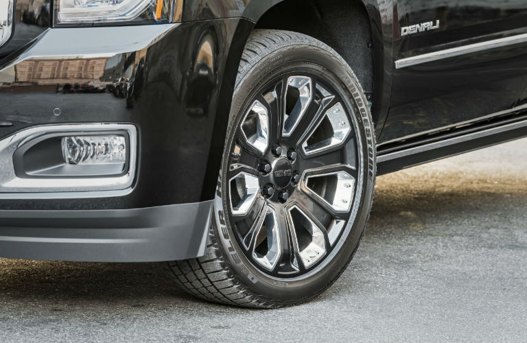 2018 GMC Yukon Denali Ultimate Black Edition tire