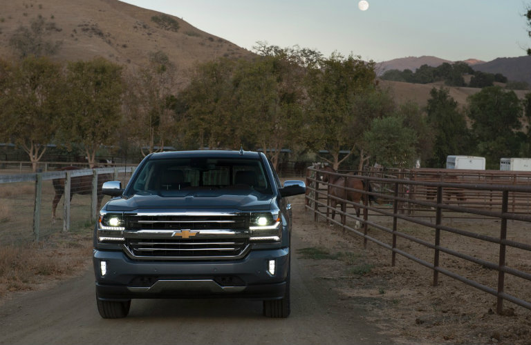 How much can the 2017 Chevy Silverado tow