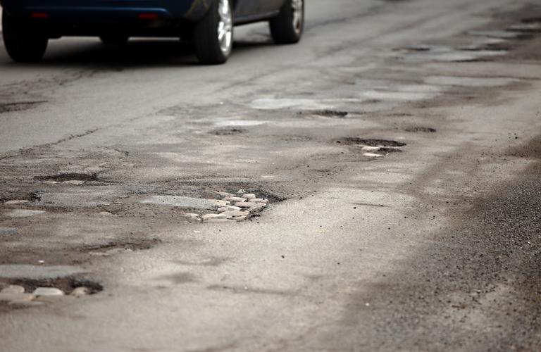 How to avoid hitting potholes