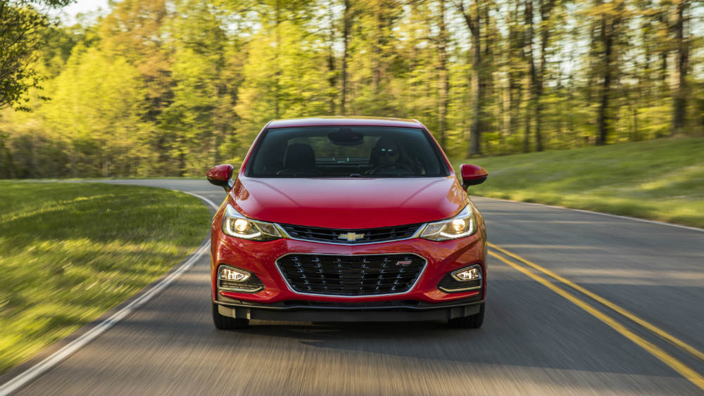 front view of the 2016 Chevy Cruze in red