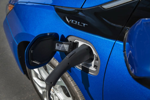 2016 Chevy Volt charging
