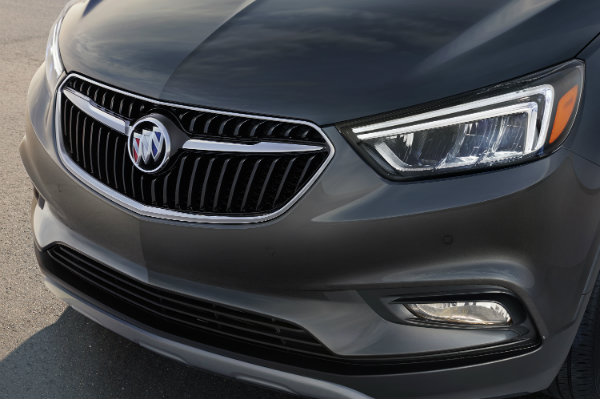 Close-up view of the 2017 Buick Encore winged grille