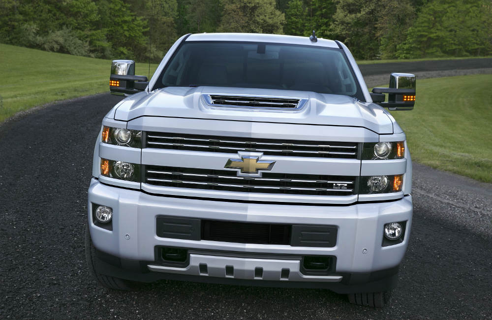 front grille view of the 2017 Chevy Silverado HD and air intake