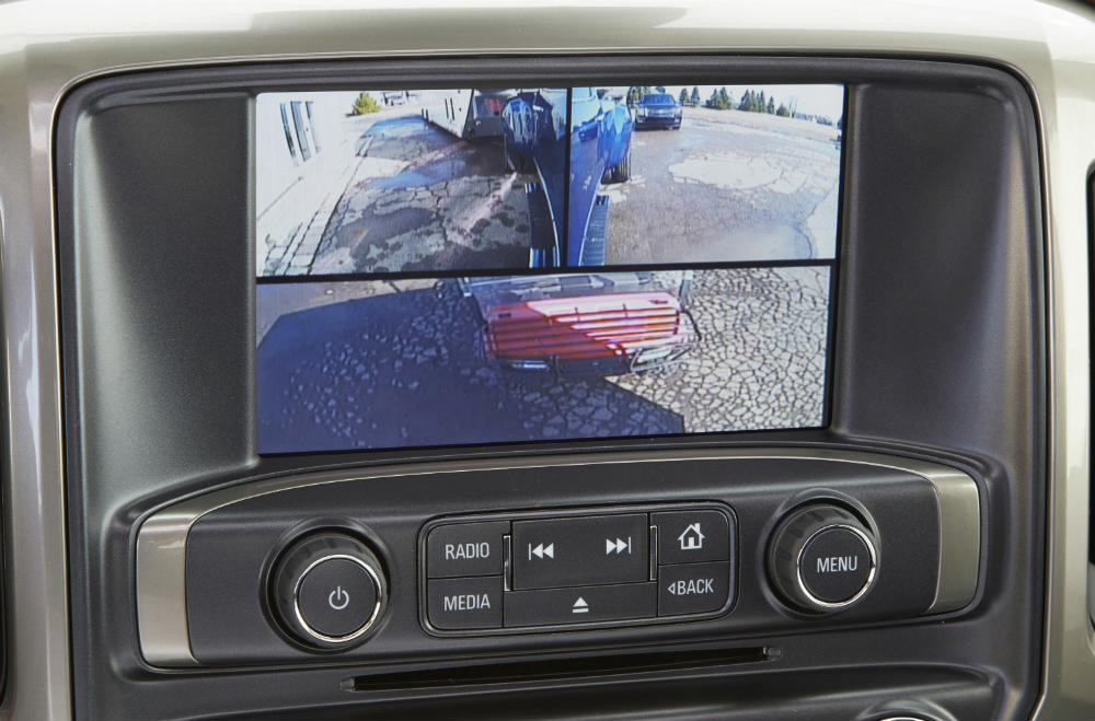 Split-screen rearview camera in the Chevy Silverado Trailering Camera System