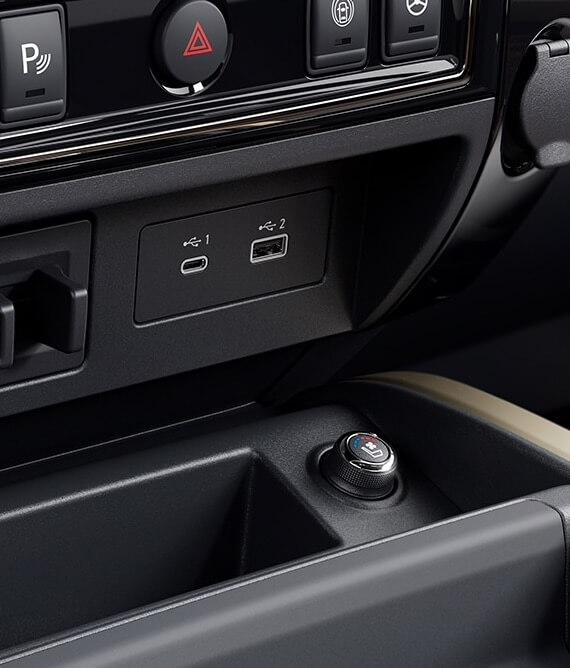 2021 Nissan Titan USB ports