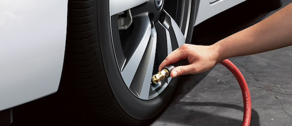 2021 Nissan Titan TPMS with Easy-fill Tire Alert
