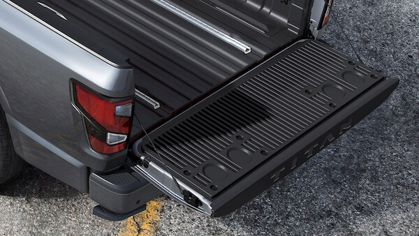 2021 Nissan Titan ASSISTED TAILGATE