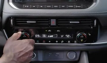 Class-Exclusive Available Tri-Zone Climate Control