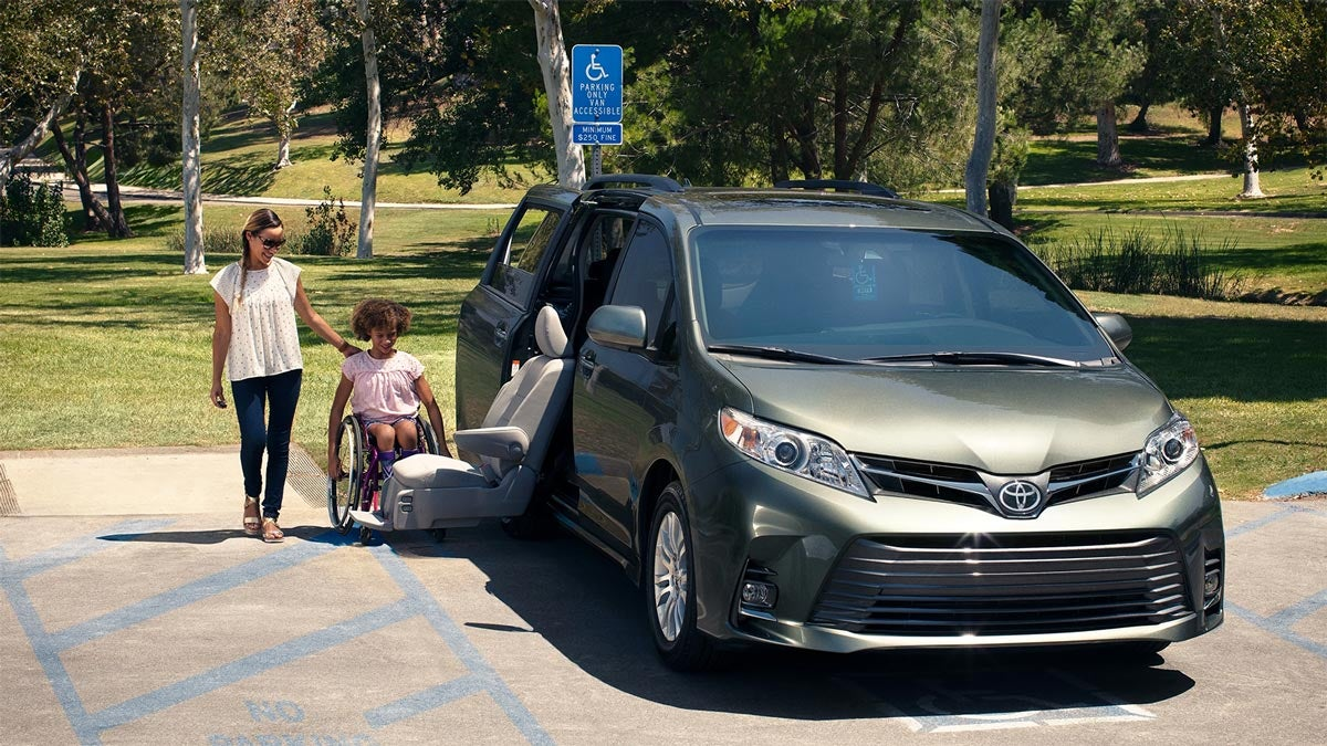 2019 Toyota Sienna with Auto Access Seat from Premier Toyota of Amherst in Amherst, OH